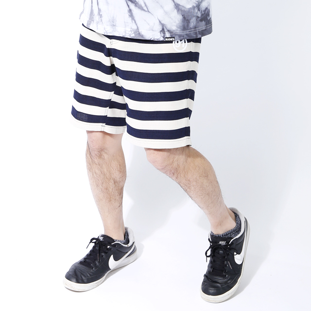 CAPTURE BORDER SHORTS02.JPG